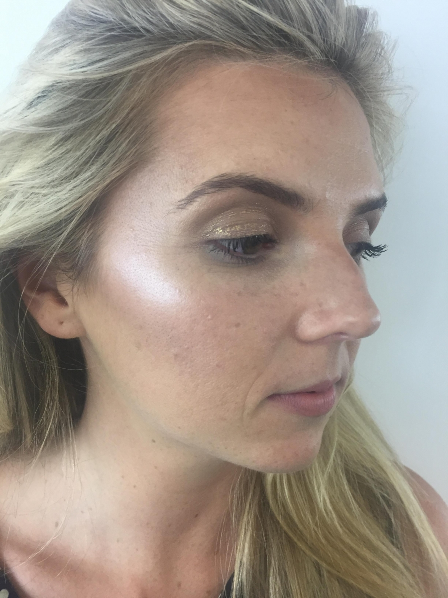 Bronzed complexion with strong contour and highlight and a defined socket