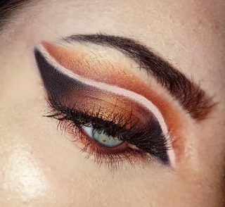 CUT CREASE WITH NEGATIVE GLAM